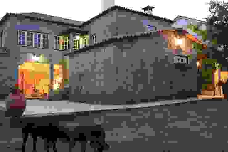 Casa em Famalicão | Reabilitação Urbana Casas rústicas por Valdemar Coutinho Arquitectos Rústico