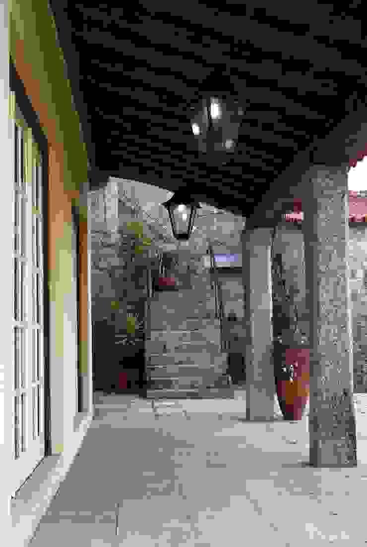 Casa em Famalicão   Reabilitação Urbana Casas rústicas por Valdemar Coutinho Arquitectos Rústico