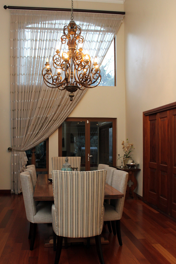 Double Volume Dining Room: classic  by Inside Out Interiors, Classic