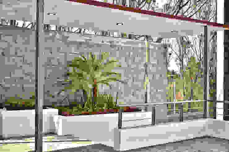 JARDINERA DE ACCESO homify Jardines de estilo minimalista Arenisca Multicolor