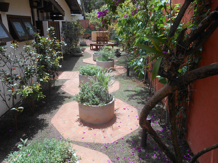 庭院 by REJANE HEIDEN PAISAGISMO