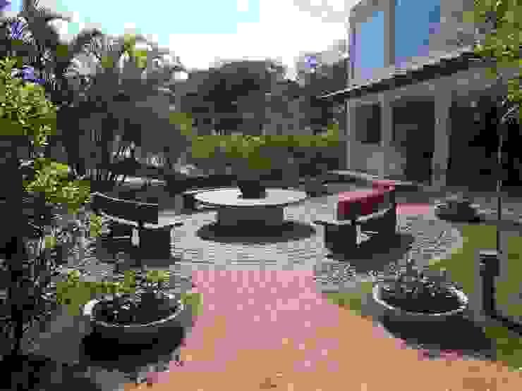 REJANE HEIDEN PAISAGISMO Modern style gardens