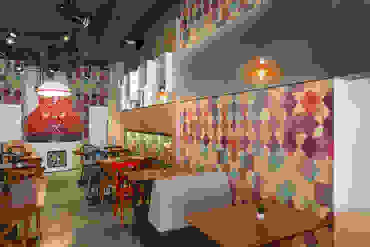 Geometric colour Moderne Wände & Böden von Pixers Modern