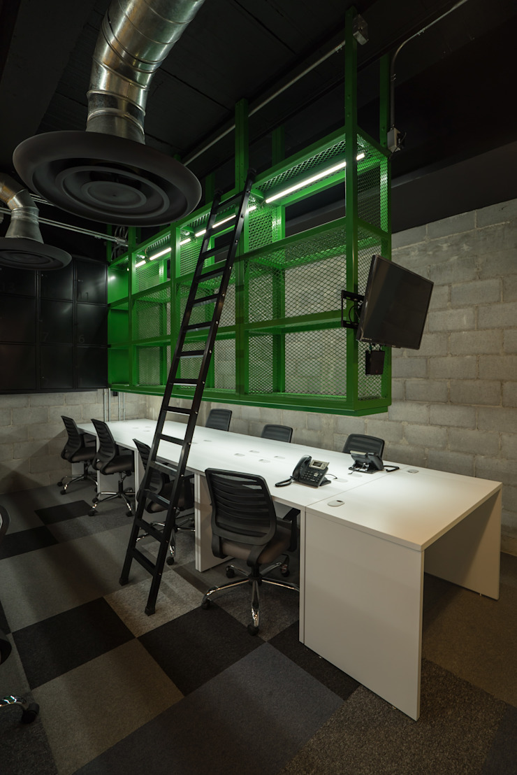 Industrial style offices & stores by HO arquitectura de interiores Industrial