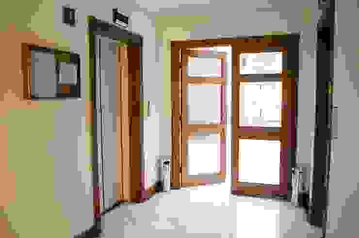 Nowoczesne okna i drzwi od Ignisterra S.A. Nowoczesny Drewno O efekcie drewna