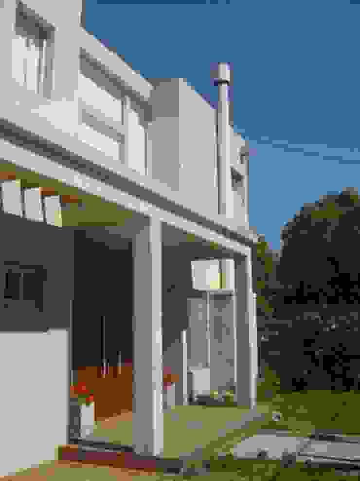 Casas modernas de Estudio Damiani Moderno