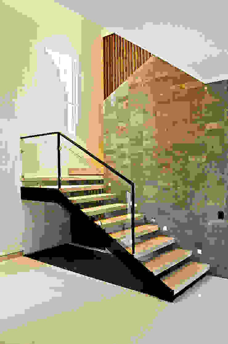 casaNE Pasillos, vestíbulos y escaleras modernos de BAG arquitectura Moderno Piedra