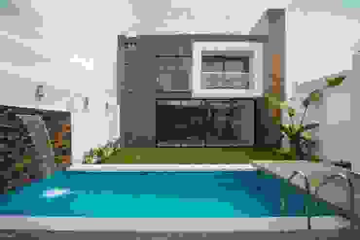 Casa Ax4 Albercas minimalistas de ROKA Arquitectos Minimalista Concreto