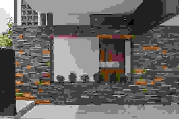 Minimalistyczne domy od ROKA Arquitectos Minimalistyczny Kamień