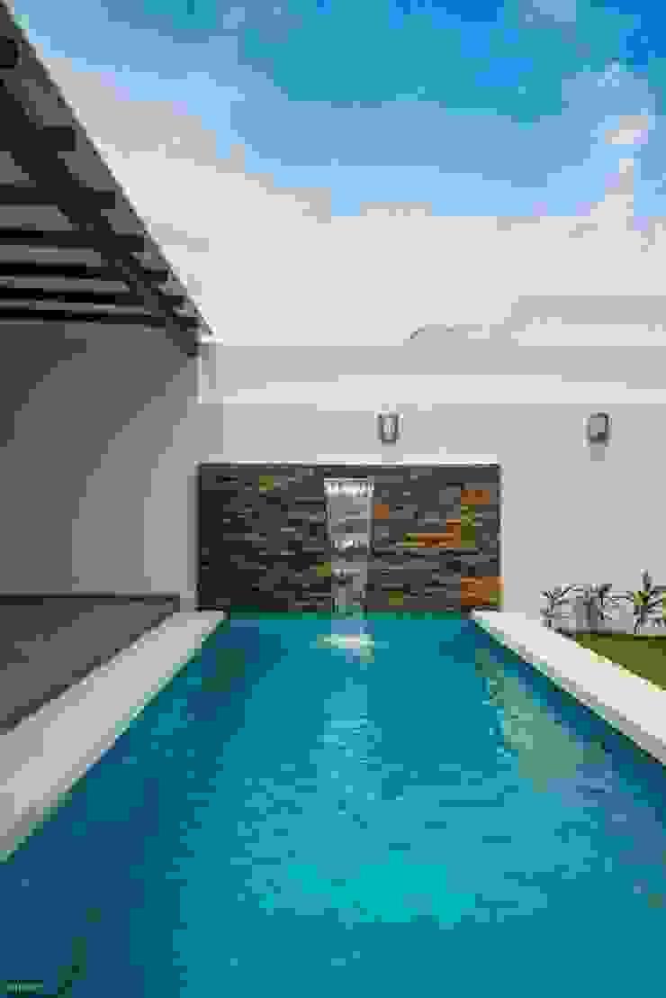 Casa Ax4 Albercas minimalistas de ROKA Arquitectos Minimalista Cuarzo