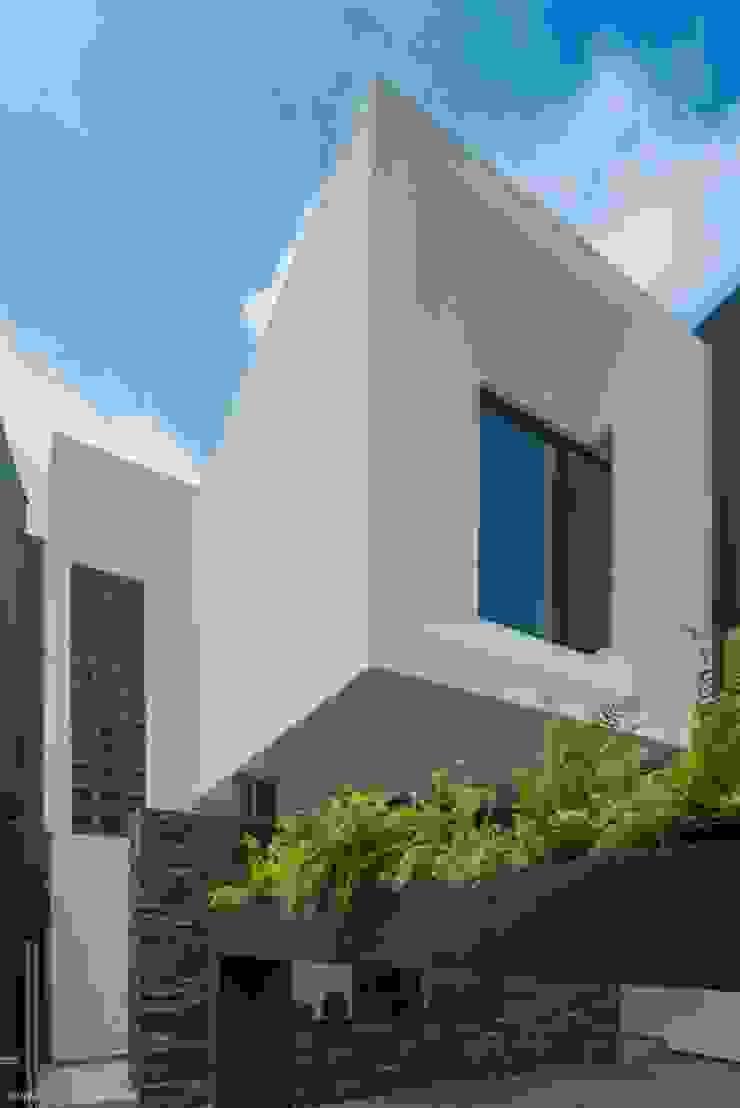 Casa Ax4 Casas minimalistas de ROKA Arquitectos Minimalista Aluminio/Cinc