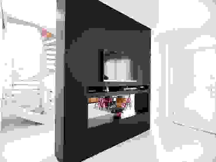 Salas / recibidores de estilo  por M16 architetti