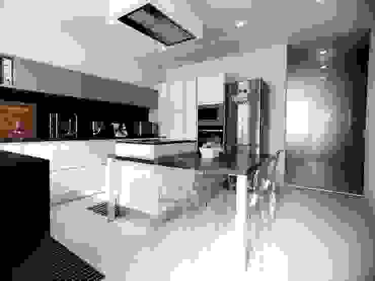 Cocinas modernas de M16 architetti Moderno