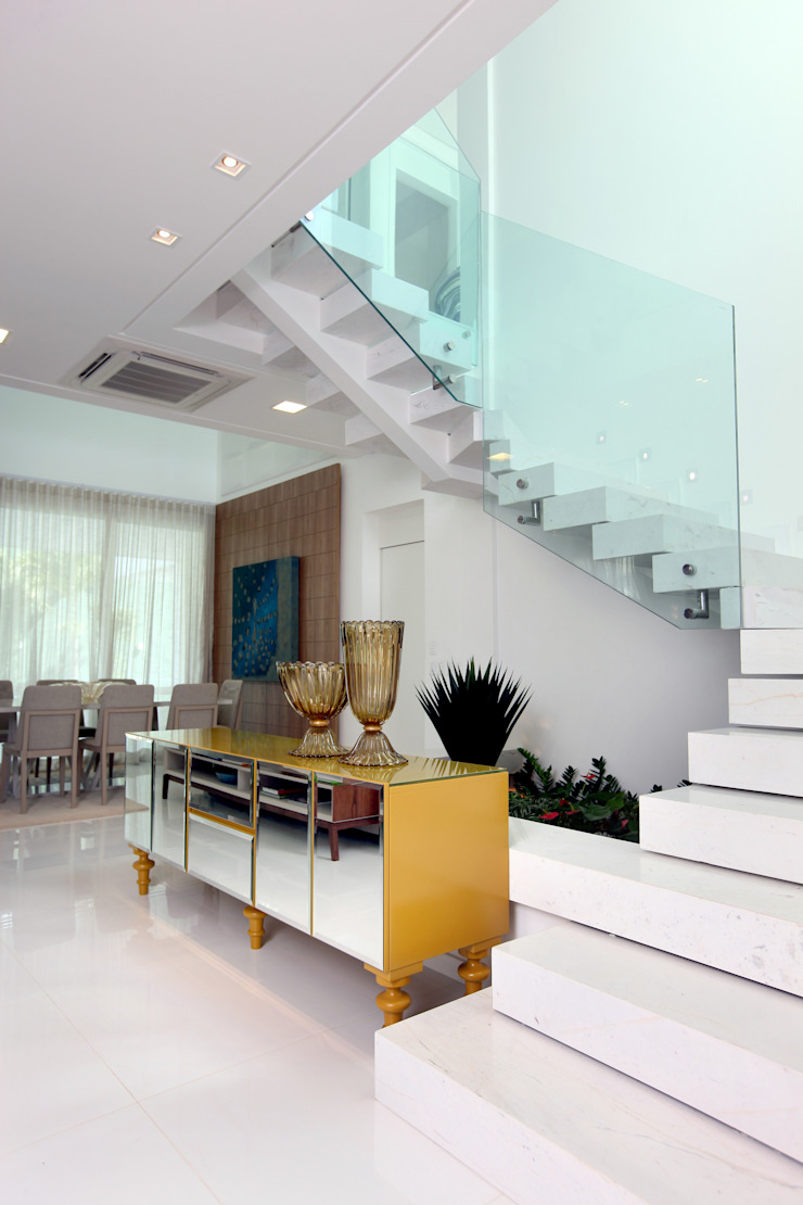 Pasillos, vestíbulos y escaleras modernos de Eveline Sampaio Arquiteta e Designer de Interiores Moderno