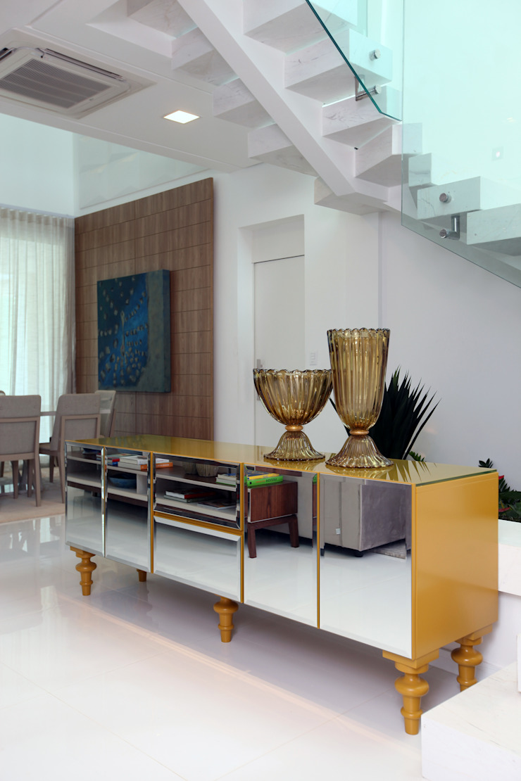 Pasillos, vestíbulos y escaleras modernos de Eveline Sampaio Arquiteta e Designer de Interiores Moderno Tablero DM