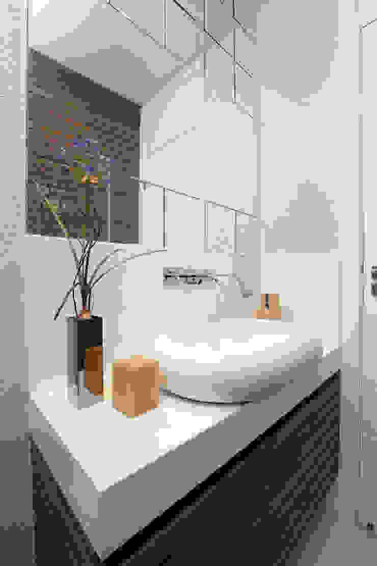 Baños de estilo moderno de Eveline Sampaio Arquiteta e Designer de Interiores Moderno Tablero DM