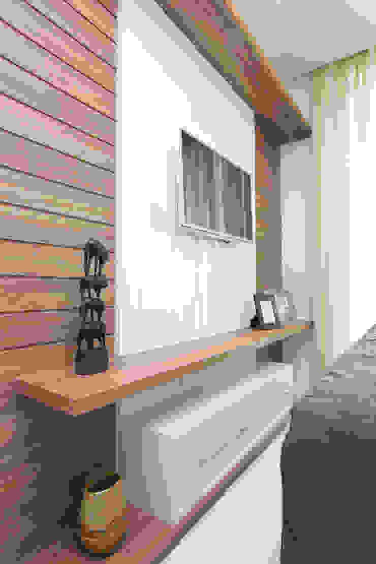 Dormitorios de estilo moderno de Eveline Sampaio Arquiteta e Designer de Interiores Moderno Tablero DM