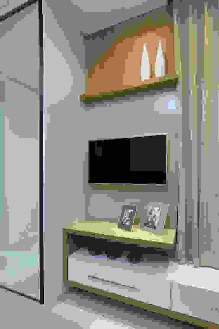 Dormitorios de estilo moderno de Eveline Sampaio Arquiteta e Designer de Interiores Moderno Vidrio