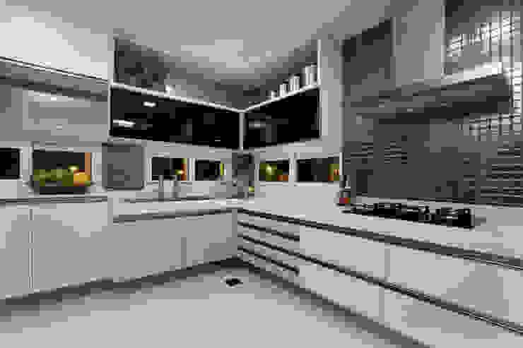 Cocinas de estilo moderno de Eveline Sampaio Arquiteta e Designer de Interiores Moderno Mármol