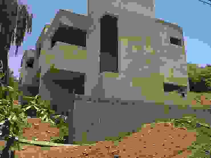 Complejo Duplex Casas modernas: Ideas, imágenes y decoración de ARQUITECTA CARINA BASSINO Moderno