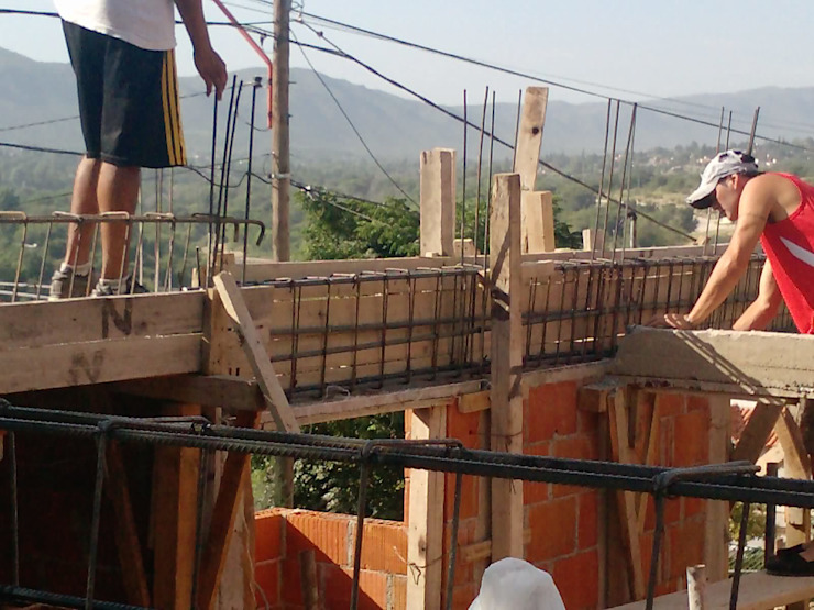 Complejo Duplex Paredes y pisos modernos de ARQUITECTA CARINA BASSINO Moderno