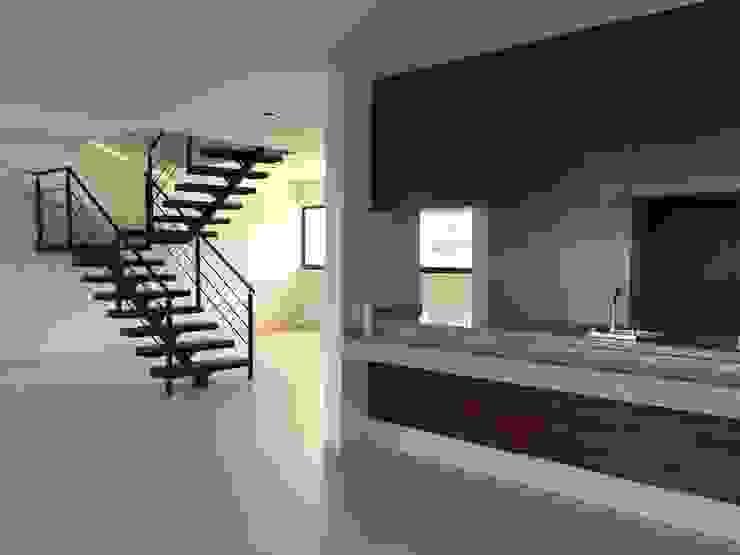 Cocina y Comedor de Ambás Arquitectos Moderno