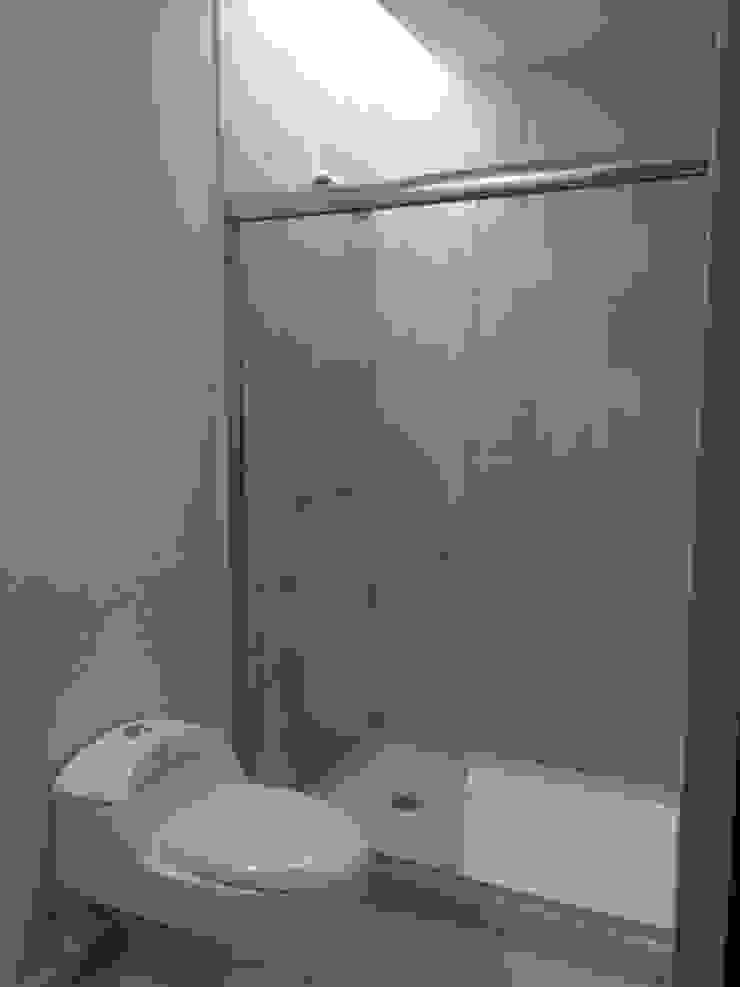 Baño Secundario de Ambás Arquitectos Moderno