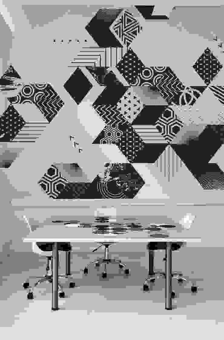 New Black Moderne Arbeitszimmer von Pixers Modern