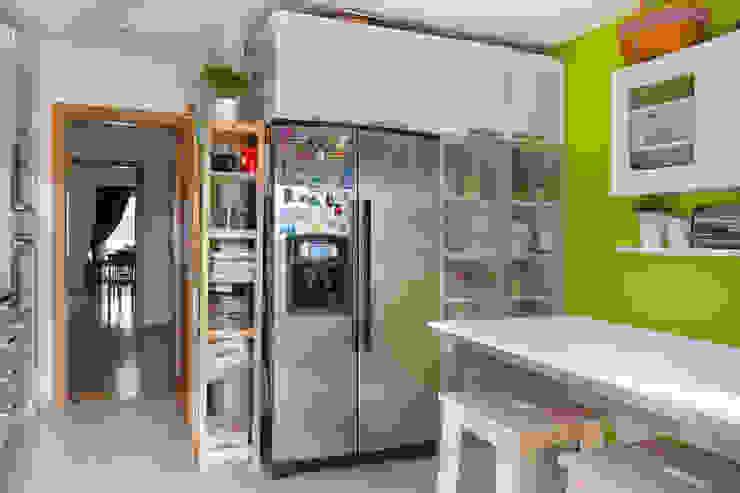 モダンな キッチン の Pedro Brás - Fotógrafo de Interiores e Arquitectura | Hotelaria | Alojamento Local | Imobiliárias モダン