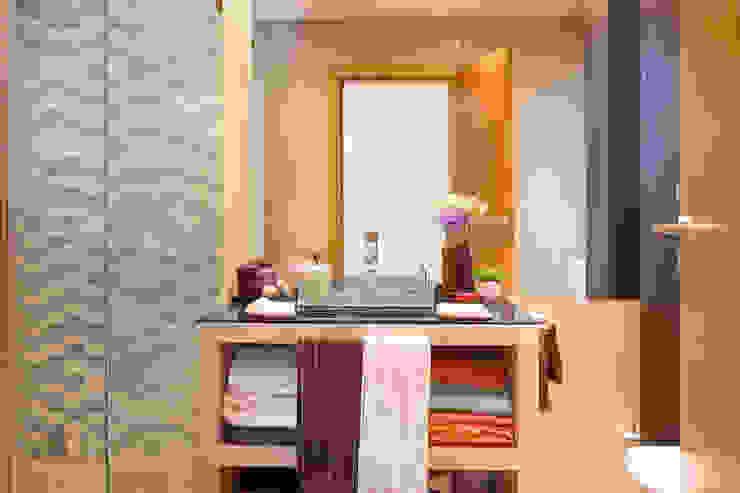 モダンスタイルの お風呂 の Pedro Brás - Fotógrafo de Interiores e Arquitectura | Hotelaria | Alojamento Local | Imobiliárias モダン