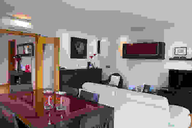 Modern dining room by Pedro Brás - Fotógrafo de Interiores e Arquitectura | Hotelaria | Alojamento Local | Imobiliárias Modern