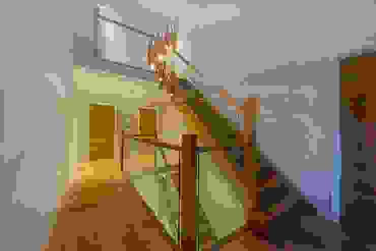 Hadley Wood – North London Corredores, halls e escadas modernos por New Images Architects Moderno