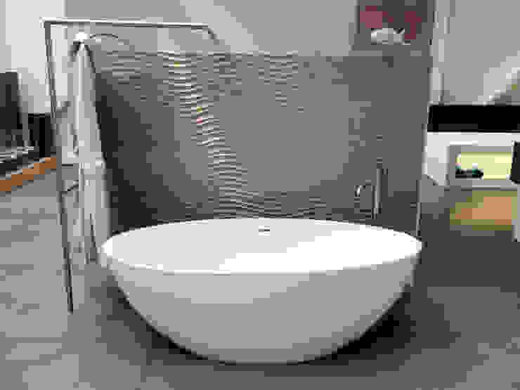 por Badeloft GmbH - Hersteller von Badewannen und Waschbecken in Berlin Moderno