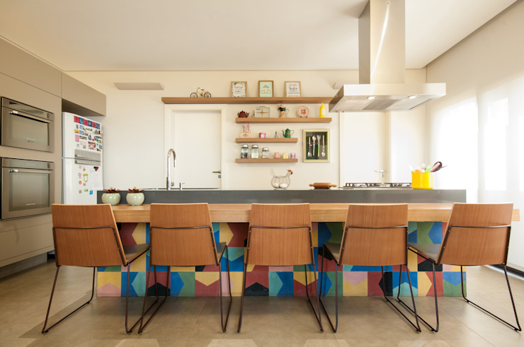 Kitchen by Elisa Vasconcelos Arquitetura  Interiores,