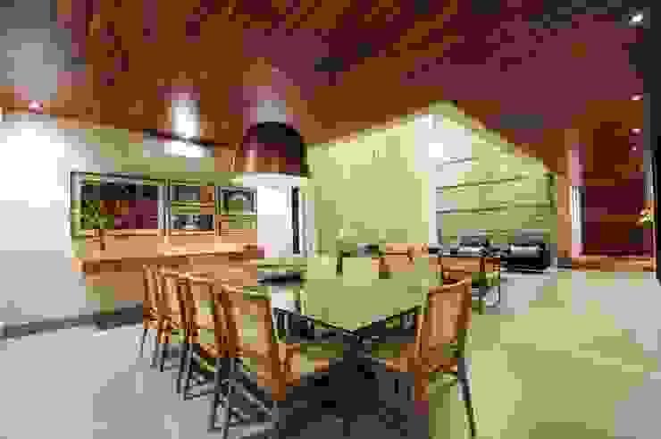 Comedores modernos de Elisa Vasconcelos Arquitetura Interiores Moderno