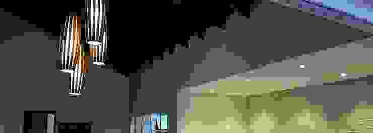 Casa integrada Salones rústicos rústicos de Arquiteto Lucas Lincoln Rústico Madera maciza Multicolor