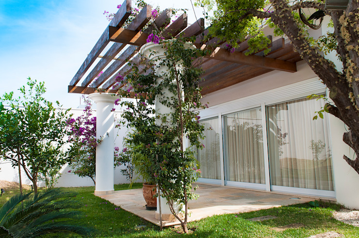 Country style balcony, veranda & terrace by Lozí - Projeto e Obra Country