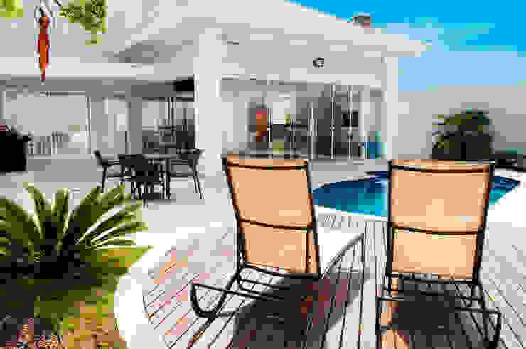 Balcones y terrazas clásicos de Lozí - Projeto e Obra Clásico