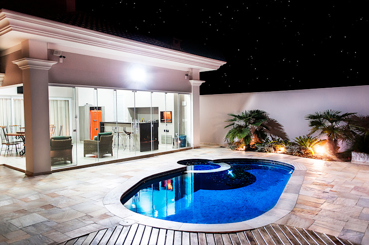 Classic style balcony, porch & terrace by Lozí - Projeto e Obra Classic