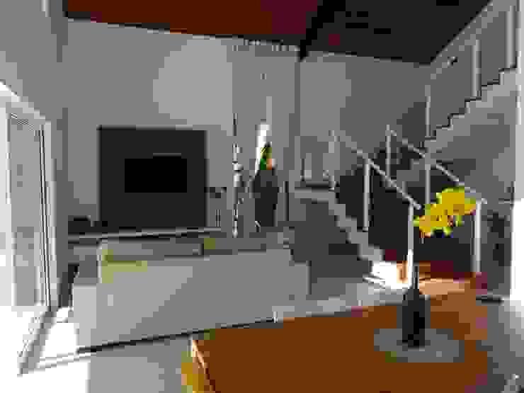 Casa SS Salas multimídia modernas por Lozí - Projeto e Obra Moderno
