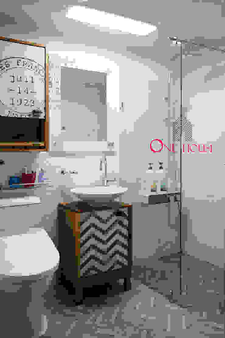 모던한 그레이 컬러의 아파트 리모델링 스칸디나비아 욕실 by One House 북유럽