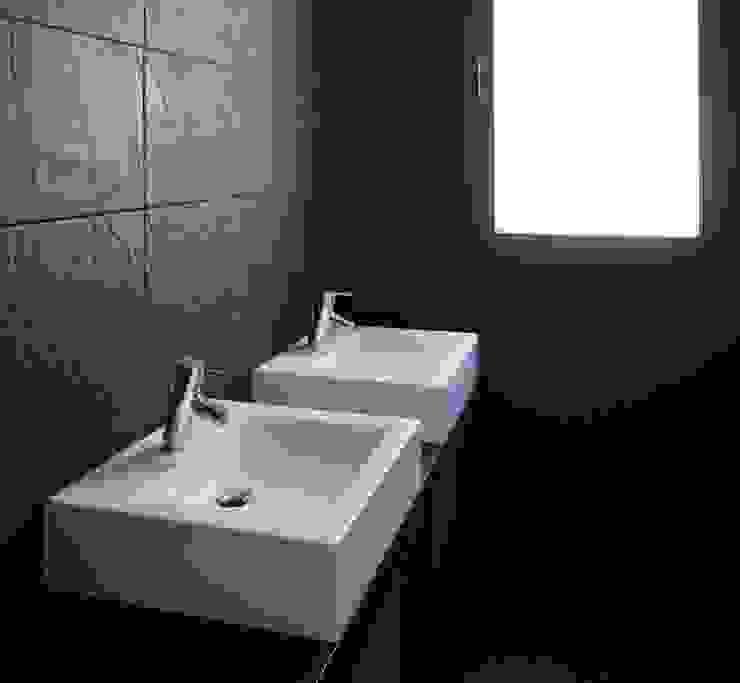 Lavatórios. Casas de banho modernas por Lethes House Moderno Cerâmica