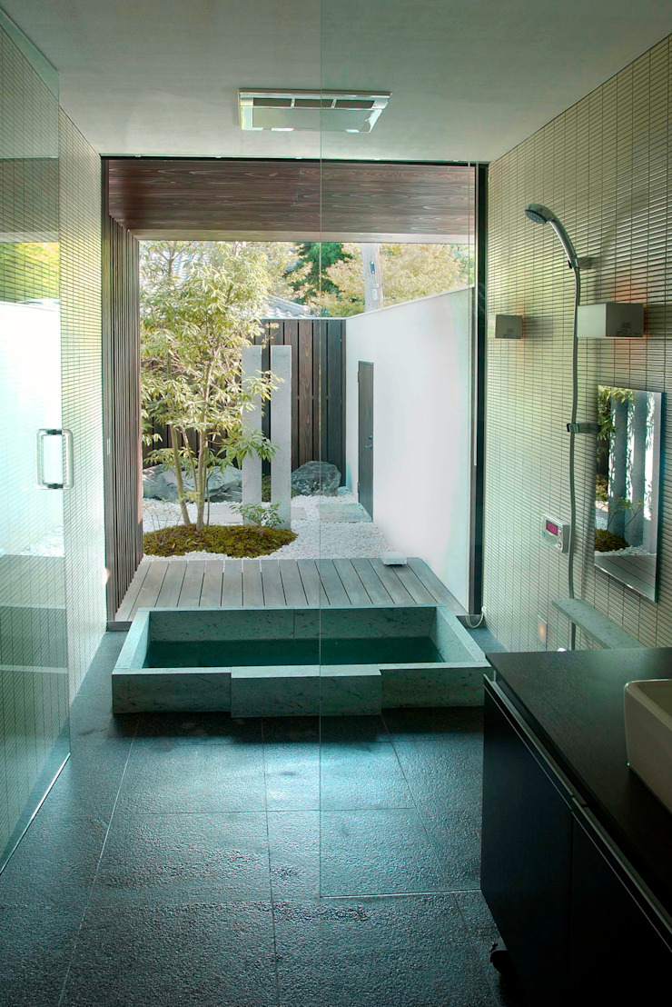 ADASINO NO IE モダンスタイルの お風呂 の 古津真一 翔設計工房一級建築士事務所 モダン