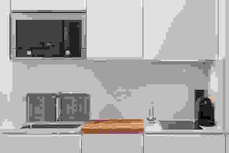 Kitchenette_Remodelação Apartamento_Ajuda   Lisboa PT por OW ARQUITECTOS lda   simplicity works Minimalista