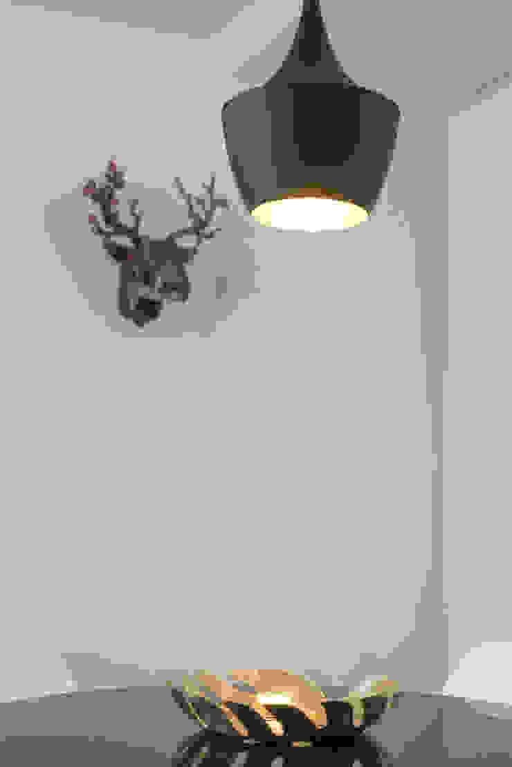 Iluminação_Remodelação Apartamento_Ajuda | Lisboa PT por OW ARQUITECTOS lda | simplicity works Minimalista Metal