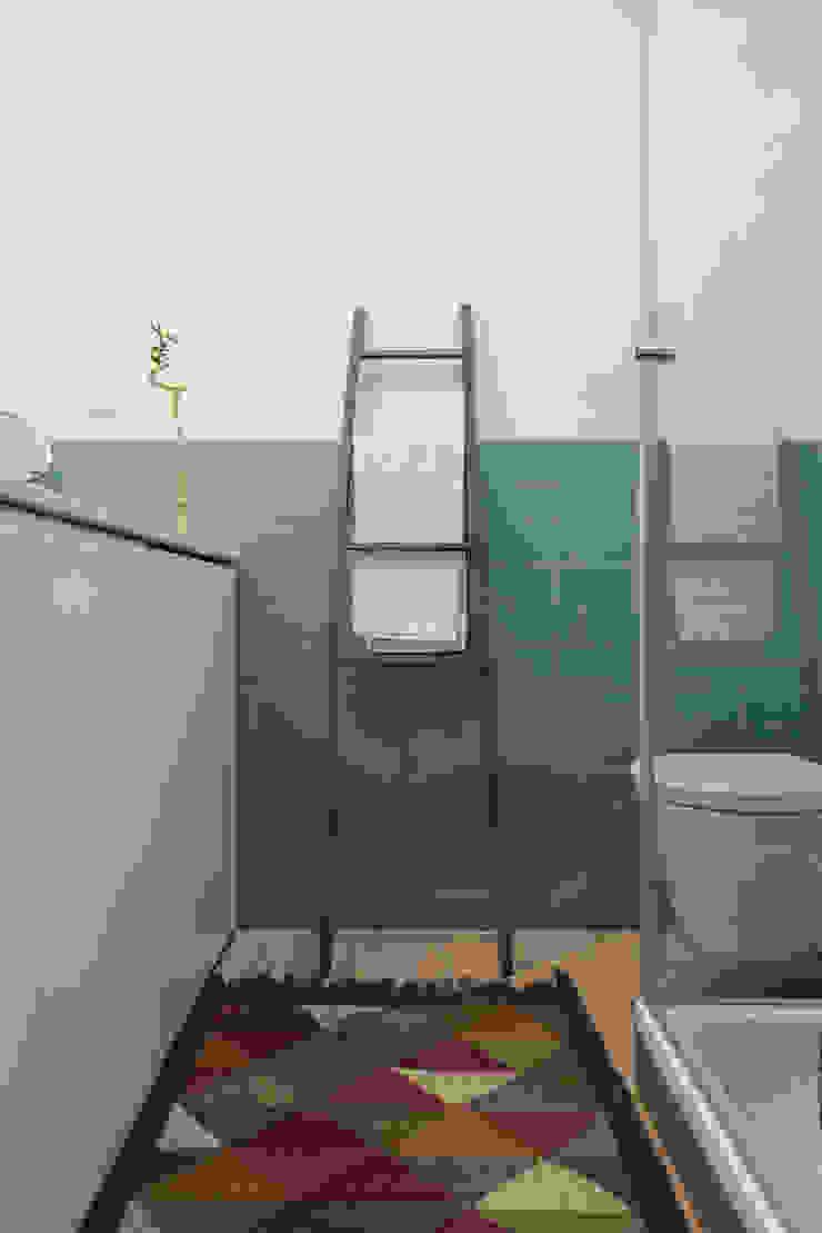 WC_Remodelação Apartamento_Ajuda | Lisboa PT Casas de banho minimalistas por OW ARQUITECTOS lda | simplicity works Minimalista Madeira Acabamento em madeira