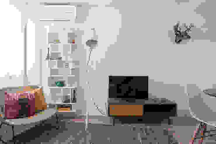 Sala de Estar_Remodelação Apartamento_Ajuda | Lisboa PT por OW ARQUITECTOS lda | simplicity works Minimalista Madeira Acabamento em madeira