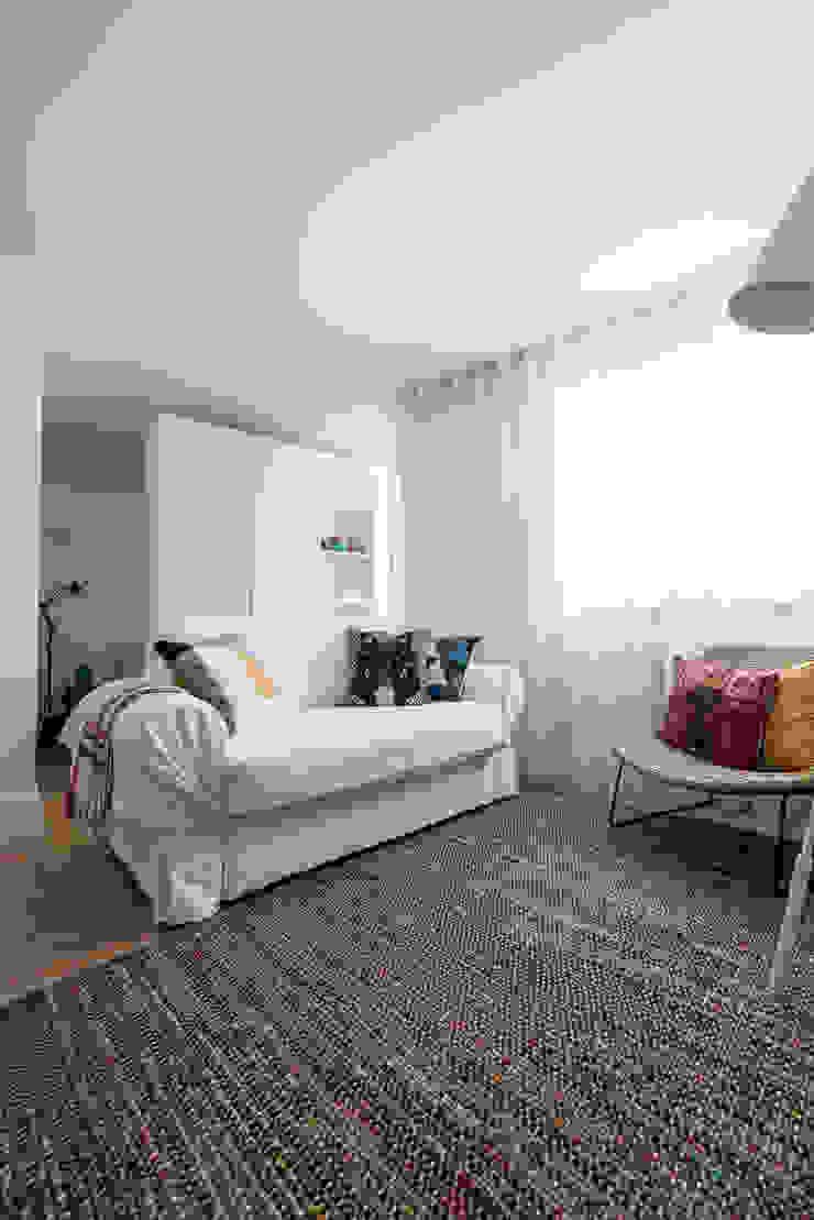 Sala de Estar_Remodelação Apartamento_Ajuda   Lisboa PT Salas de estar minimalistas por OW ARQUITECTOS lda   simplicity works Minimalista