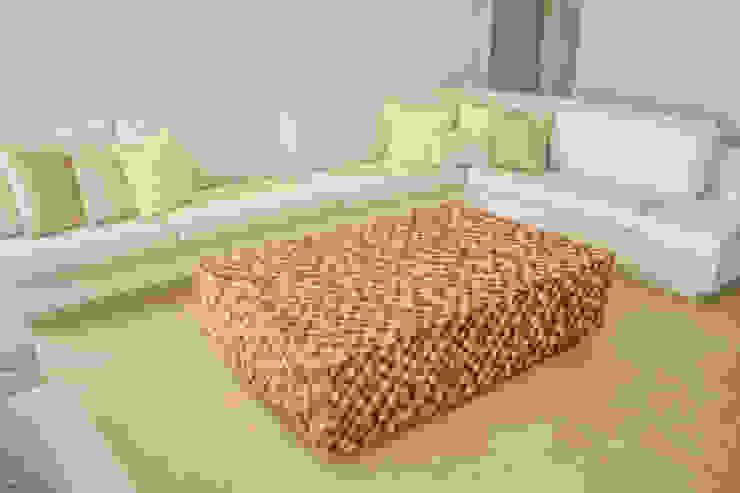 Modern living room by Monica Saravia Modern