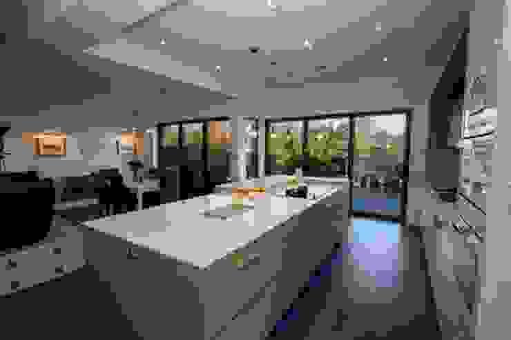 Kitchen Extension, Berrylands, Surrey Modern kitchen by Cube Lofts Modern